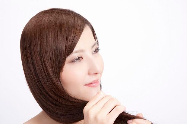 美髪の女性