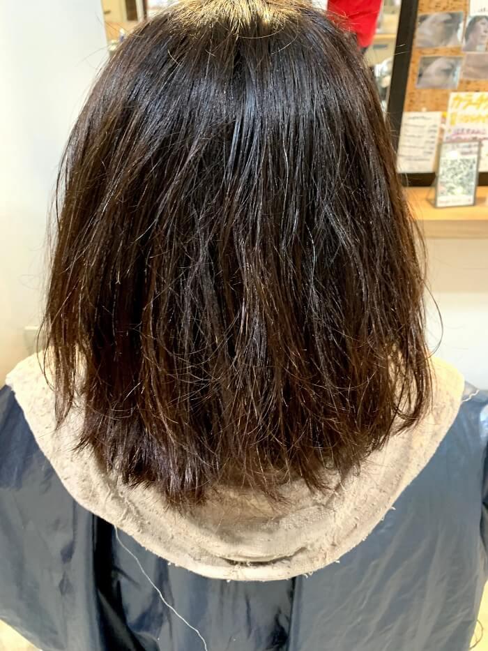 切れ毛や枝毛でボサボサの髪